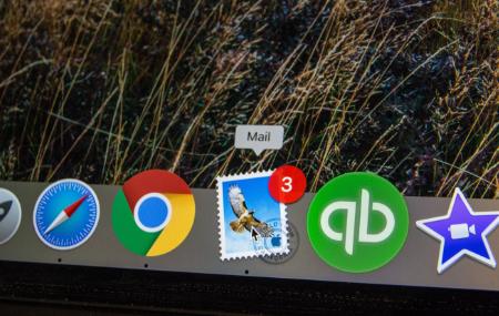 iMac bottom menu bar focused on mail program thumbnail hero image