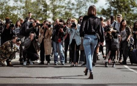 Celebrity Getting Picture Taken thumbnail hero image
